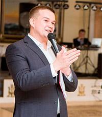 ведущий Артур Синкевич